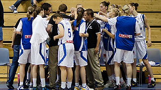 Slovenia huddle